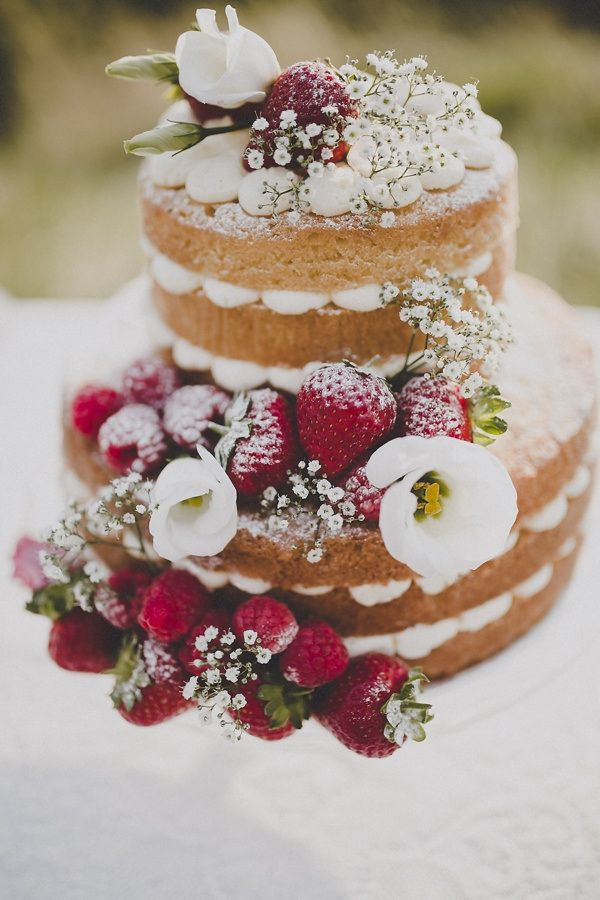 bohemian-countryside-wedding-ideas-naked-sponge-cake-fruit-flowers