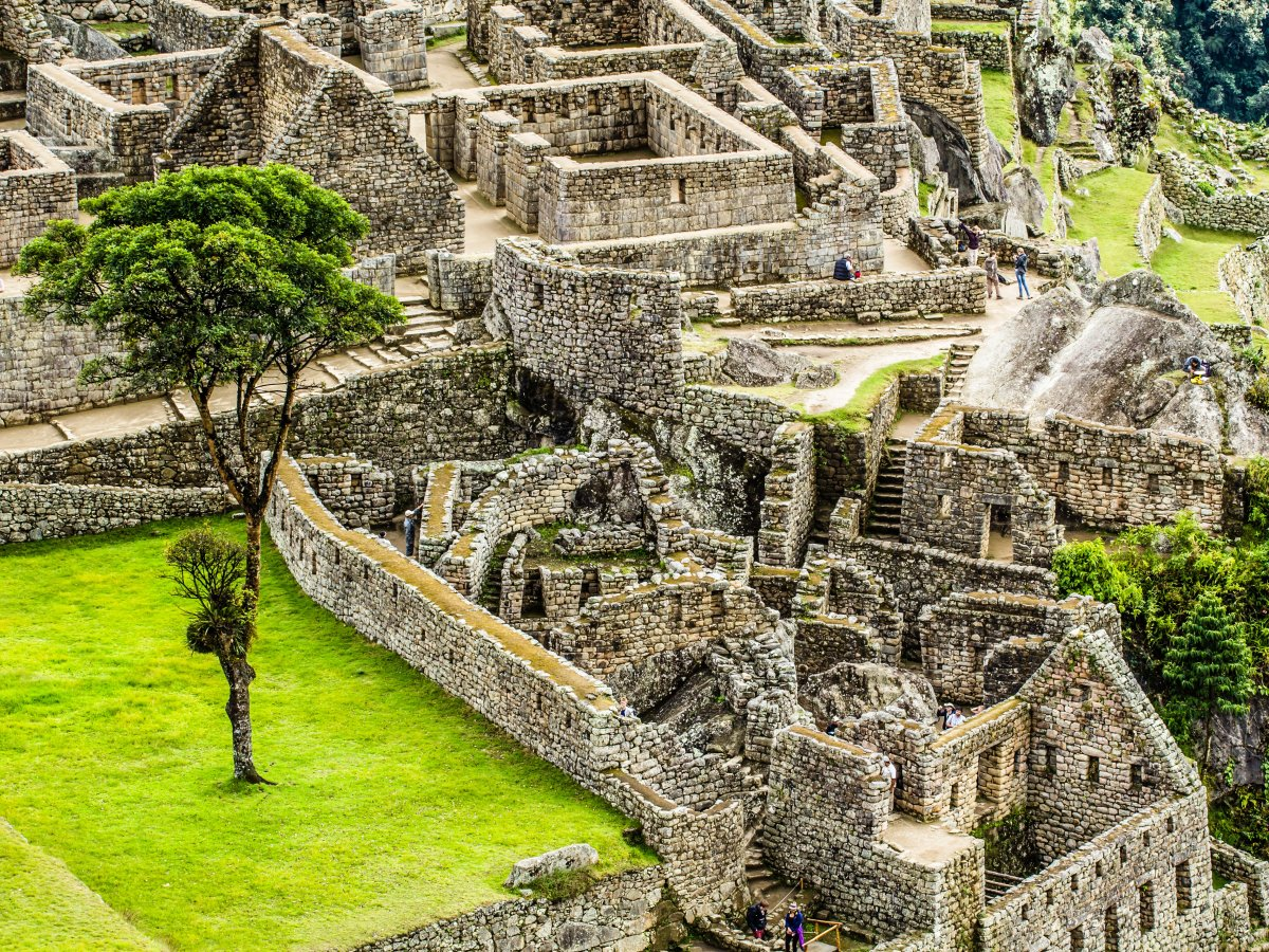 some-believe-that-the-massive-ruins-were-built-as-a-royal-estate-for-the-inca-emperor-pachacuti-and-his-nobles