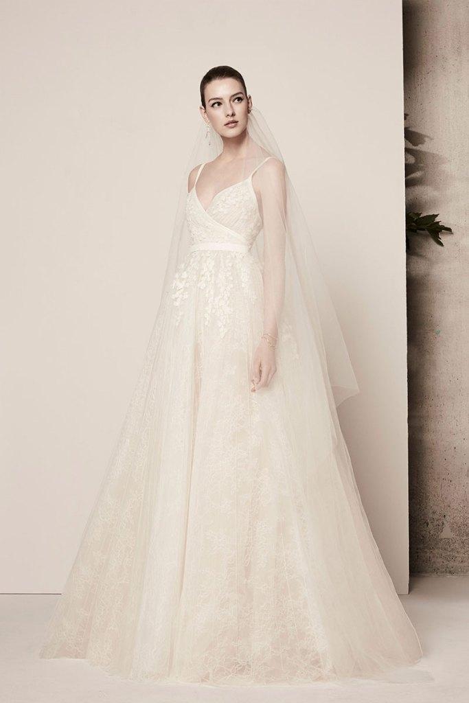 Elie-Saab-Bridal-Spring-2018-Wedding-Gown-Dress-Fashion-Inspiration-01