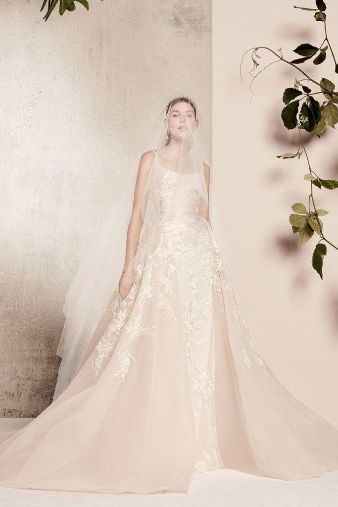 Elie-Saab-Bridal-Spring-2018-Wedding-Gown-Dress-Fashion-Inspiration-05