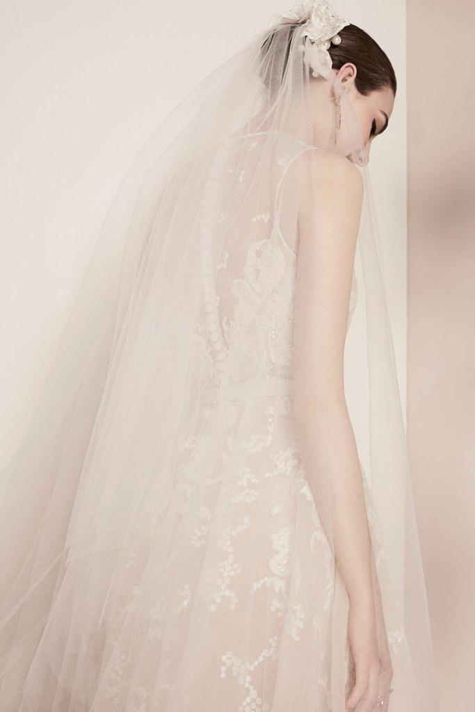 Elie-Saab-Bridal-Spring-2018-Wedding-Gown-Dress-Fashion-Inspiration-08