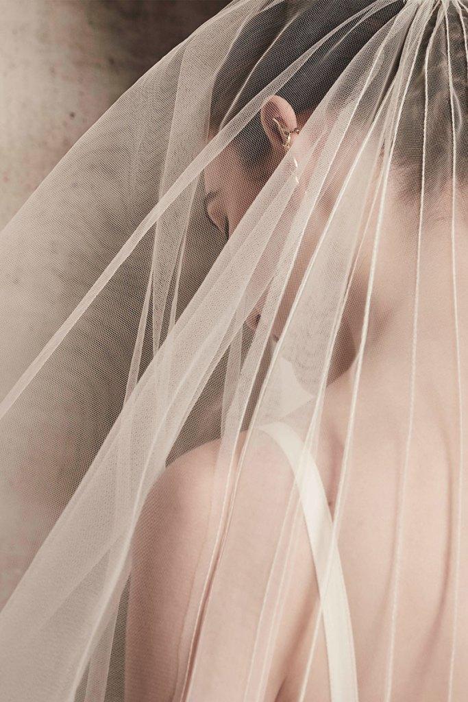 Elie-Saab-Bridal-Spring-2018-Wedding-Gown-Dress-Fashion-Inspiration-12